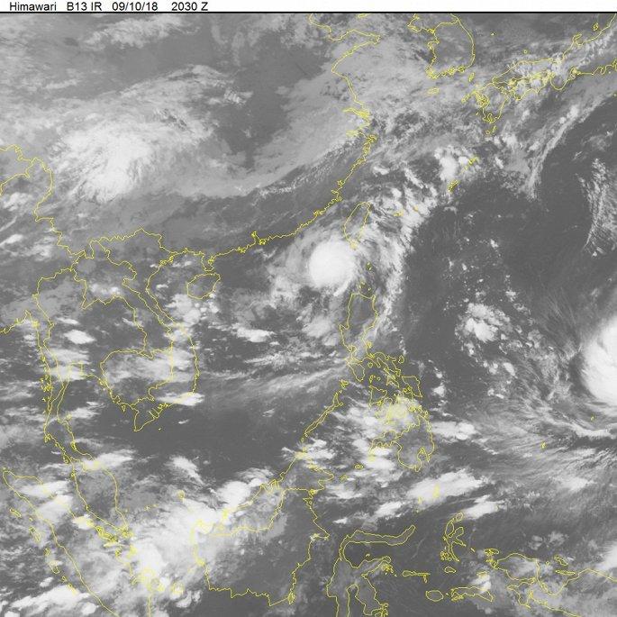 Áp thấp nhiệt đới giật cấp 10 hoành hành trên Biển Đông, miễn Bắc đón mưa dông 2
