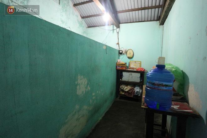 Câu chuyện đáng thương phía sau bức ảnh cụ ông ở Đà Nẵng cứ 20 giờ là tới siêu thị mua cơm thanh lý 10.000 đồng 3