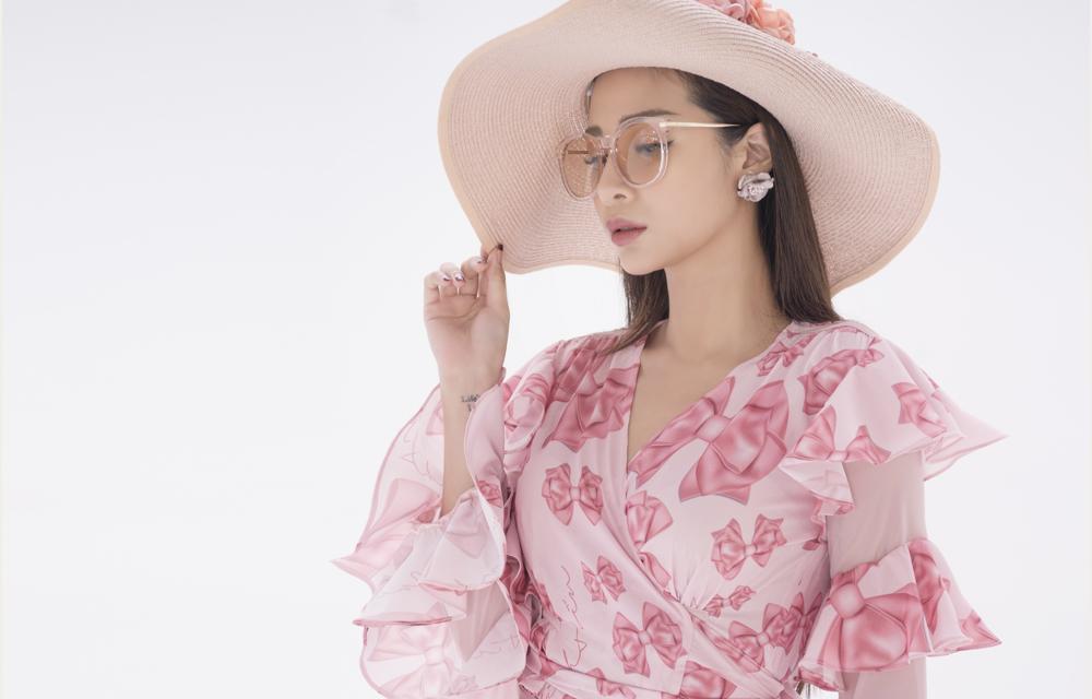 Hình ảnh NTK Cao Minh Tiến lăng xê vẻ đẹp nữ tính, mềm mại trong bộ sưu tập mới số 3