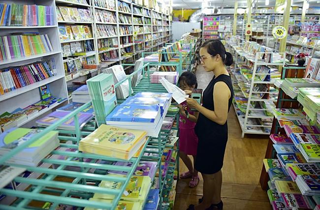 Hình ảnh Trưởng ban Dân nguyện: Mỗi năm phụ huynh bỏ 1.000 tỷ mua sách giáo khoa rồi bán giấy vụn số 2