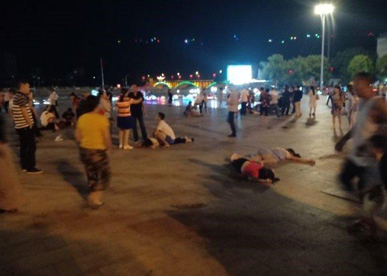 Trung Quốc: Đâm xe điên cuồng vào quảng trường, hơn 50 người thương vomg 1