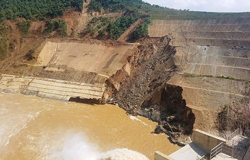 Xuất hiện vết sạt gần thủy điện ở Thanh Hóa 1