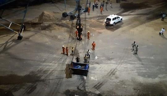 Dọn hầm tàu cập cảng Quy Nhơn chở hàng, 2 công nhân tử vong 1