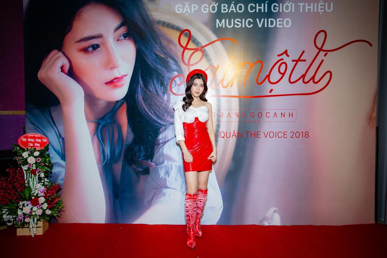 Giữa tâm bão, Quán quân The Voice 2018 Trần Ngọc Ánh làm người thứ 3 trong MV đầu tay 2