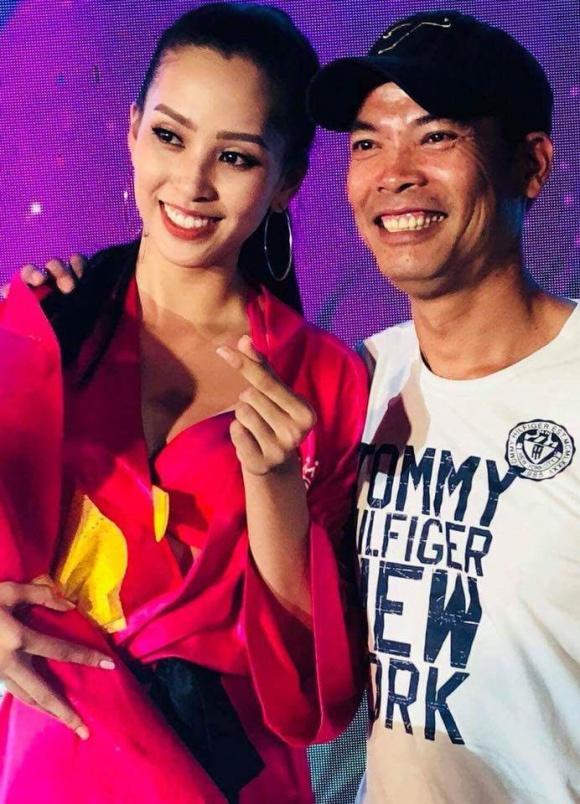 Bố mẹ tân Hoa hậu Việt Nam 2018 gây sốt vì trẻ đẹp, sánh điệu hơn con gái 2