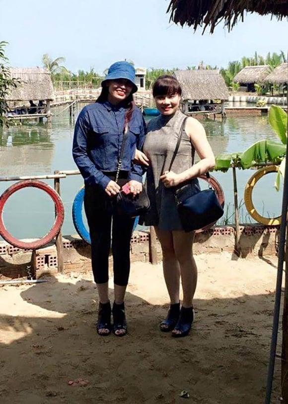 Bố mẹ tân Hoa hậu Việt Nam 2018 gây sốt vì trẻ đẹp, sánh điệu hơn con gái 3