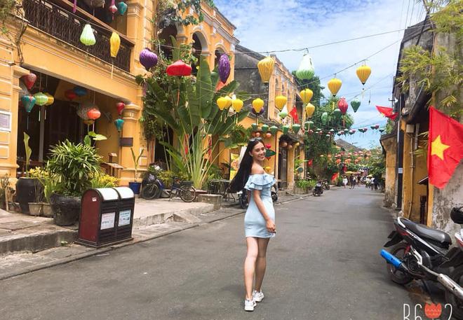 Thầy giáo tự hào, người dân Hội An xôn xao bàn tán về Hoa hậu Trần Tiểu Vy 2