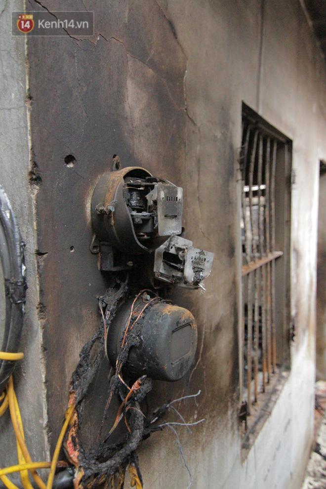 Ảnh: Khung cảnh tan hoang bên trong dãy trọ bị 'giặc lửa' thiêu rụi ở Hà Nội 24