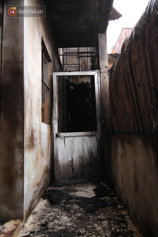 Ảnh: Khung cảnh tan hoang bên trong dãy trọ bị 'giặc lửa' thiêu rụi ở Hà Nội 22