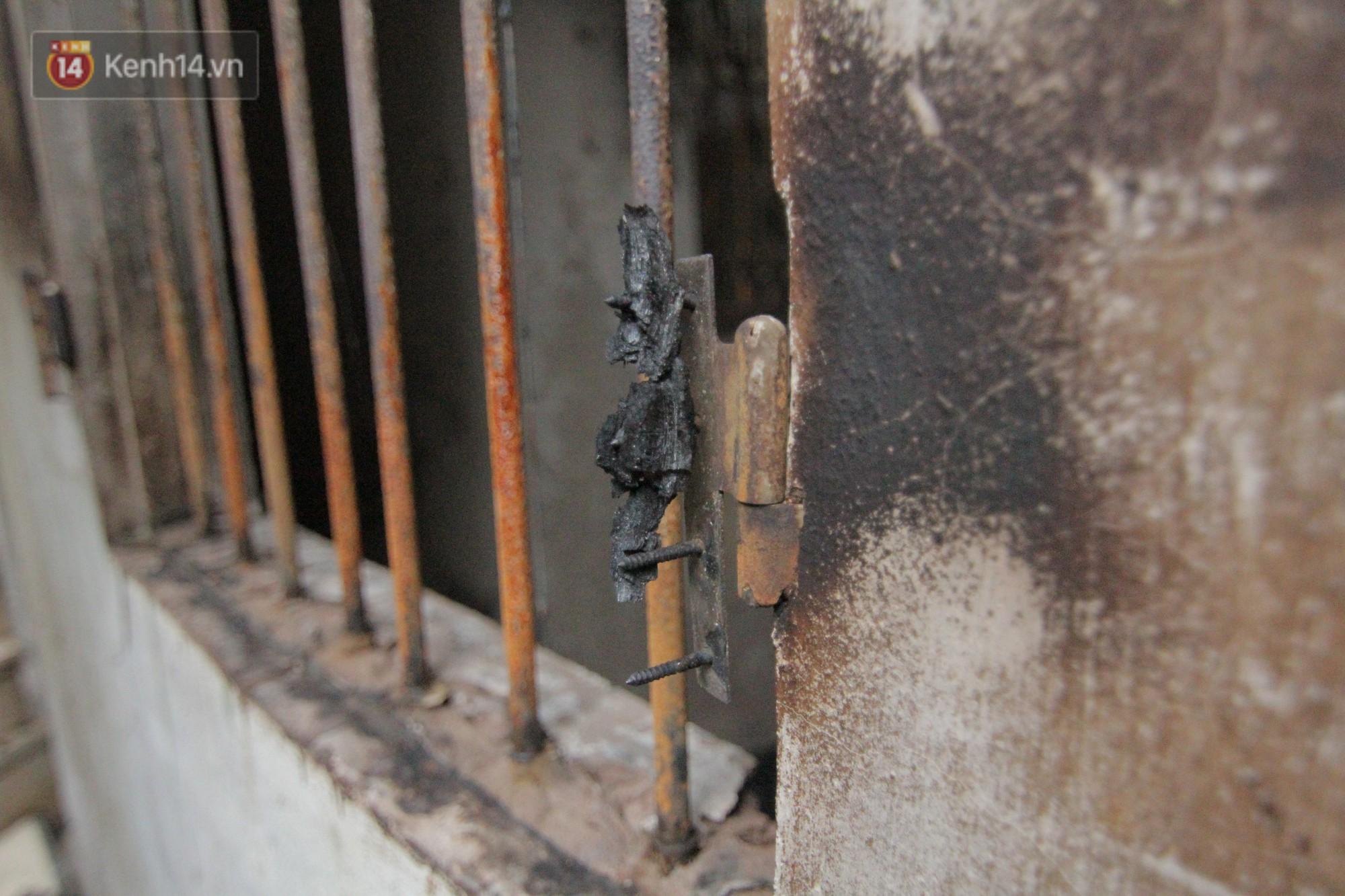 Ảnh: Khung cảnh tan hoang bên trong dãy trọ bị 'giặc lửa' thiêu rụi ở Hà Nội 29