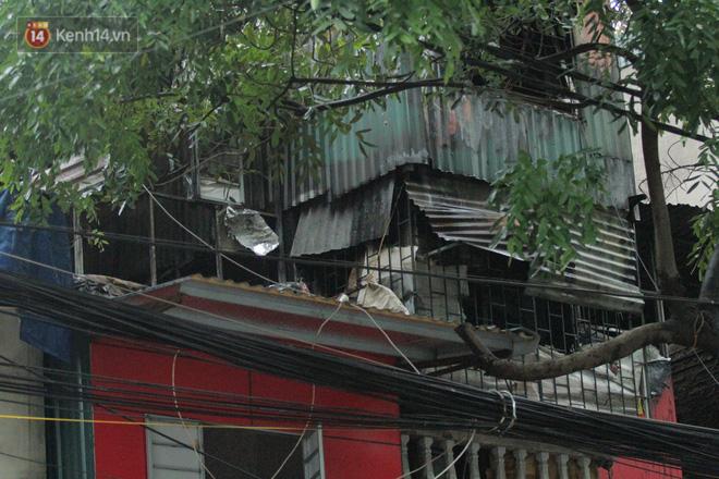 Ảnh: Khung cảnh tan hoang bên trong dãy trọ bị 'giặc lửa' thiêu rụi ở Hà Nội 4