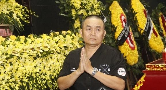 Nghệ sĩ Việt nức nở tiễn đưa đạo diễn Đông Hồng về nơi an nghỉ cuối cùng 3