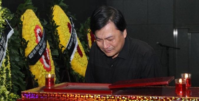 Nghệ sĩ Việt nức nở tiễn đưa đạo diễn Đông Hồng về nơi an nghỉ cuối cùng 4
