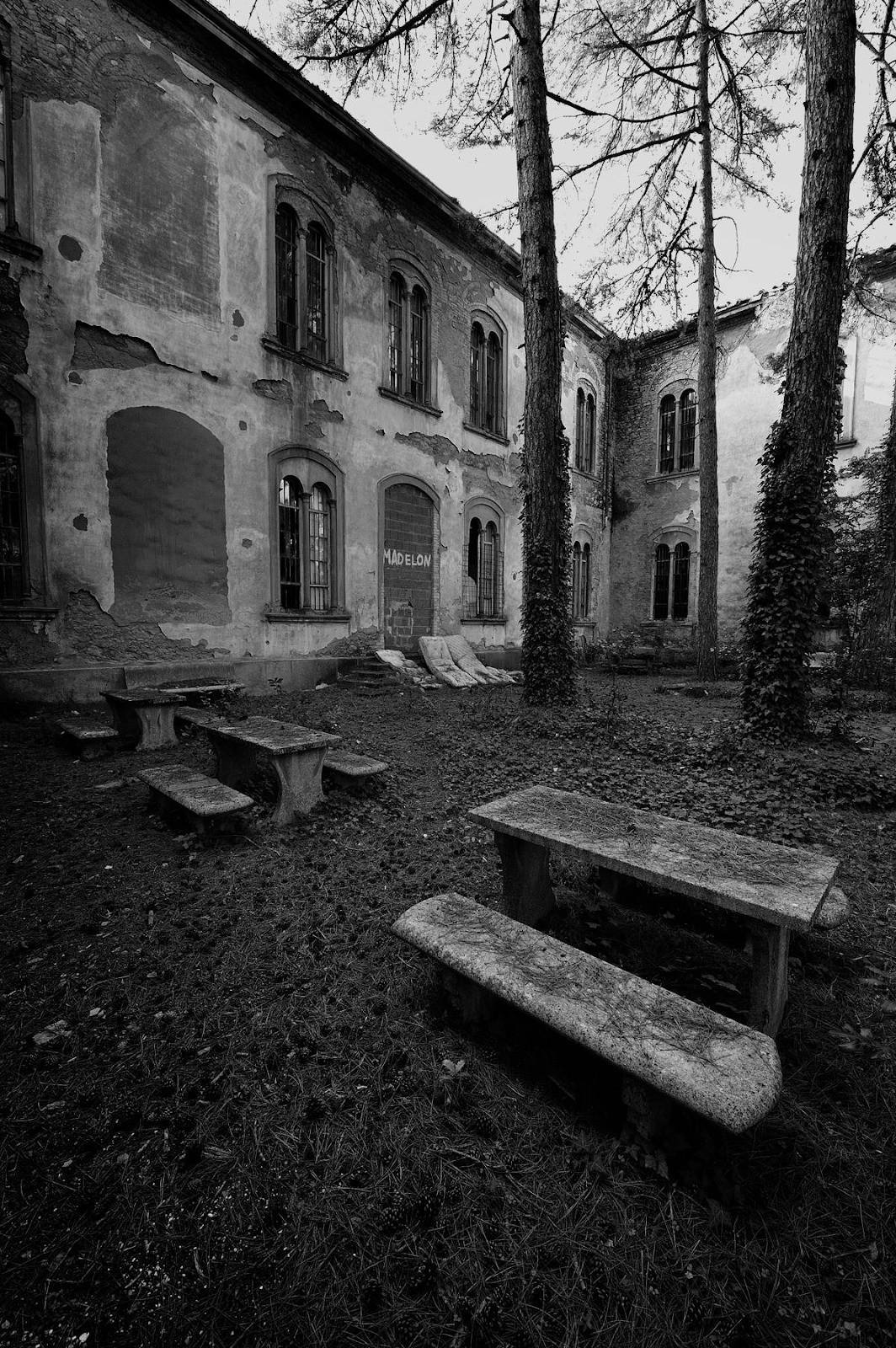 """Bệnh viện tâm thần """"một đi không trở lại"""" ở Ý: Nơi giam giữ 6.000 bệnh nhân, phải đóng cửa vì phương pháp chữa trị vô nhân tính 2"""