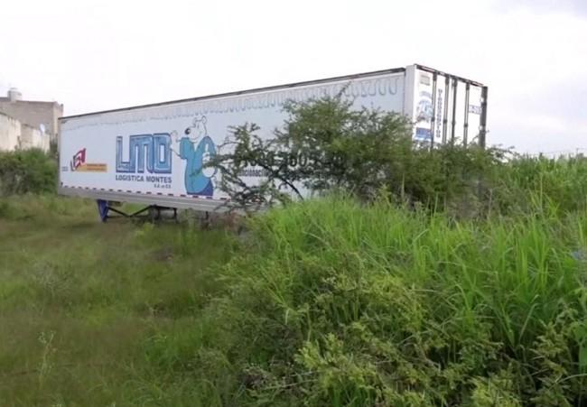 Mexico: Toa xe container bốc mùi hôi thối giữa chốn công cộng, người dân phẫn nộ khi biết có 150 xác người chết bên trong 1