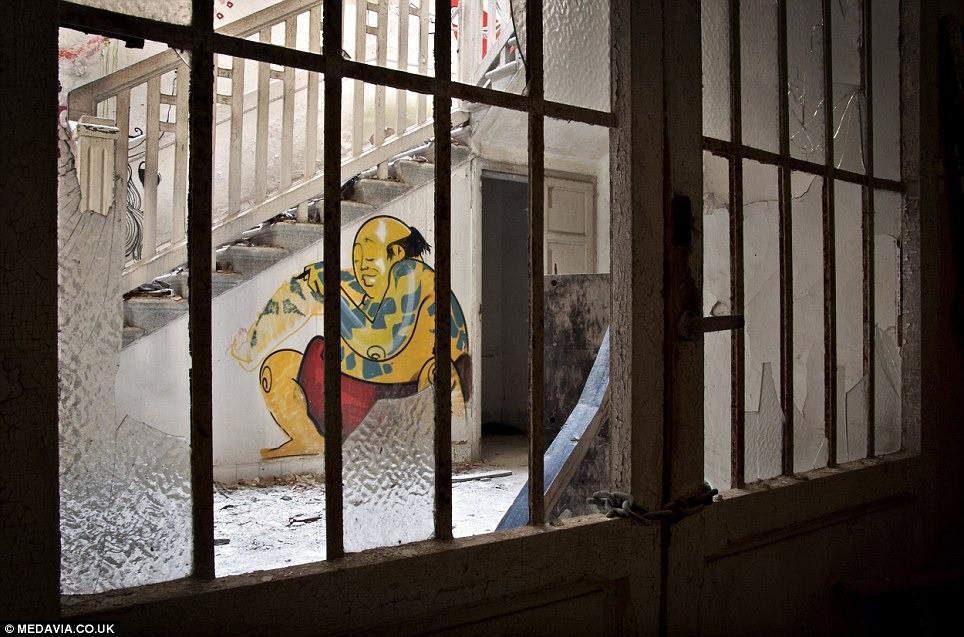"""Bệnh viện tâm thần """"một đi không trở lại"""" ở Ý: Nơi giam giữ 6.000 bệnh nhân, phải đóng cửa vì phương pháp chữa trị vô nhân tính 19"""