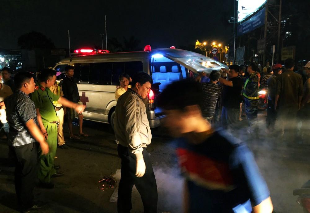 """TP. HCM: Tài xế container và người đi xe máy """"nói chuyện"""" bằng dao sau khi suýt gây tai nạn, 2 người thương vong 3"""