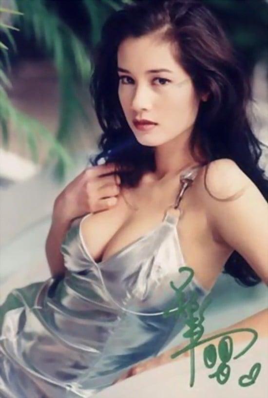 Nữ hoàng phim nóng Hong Kong: Chật vật mưu sinh, phải sang Việt Nam bán cafe kiếm sống - Ảnh 1.