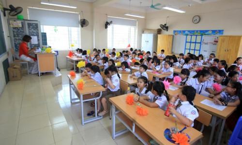 Nửa tháng, trường Tiểu học quá tải ở Hà Nội khiến phụ huynh chóng mặt vì đổi lịch dạy 3 lần 2