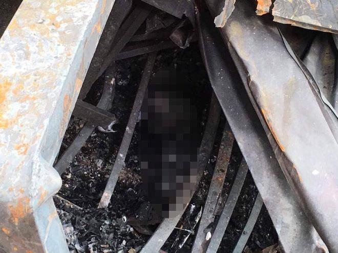 Hiện trường phát hiện nhiều phần nghi là thi thể người ở khu vực cháy nhà ông Hiệp 'khùng' 7
