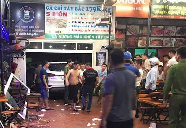 Hé lộ nguyên nhân xe Santa Fe lao vào quán khiến hàng chục người bị thương 1