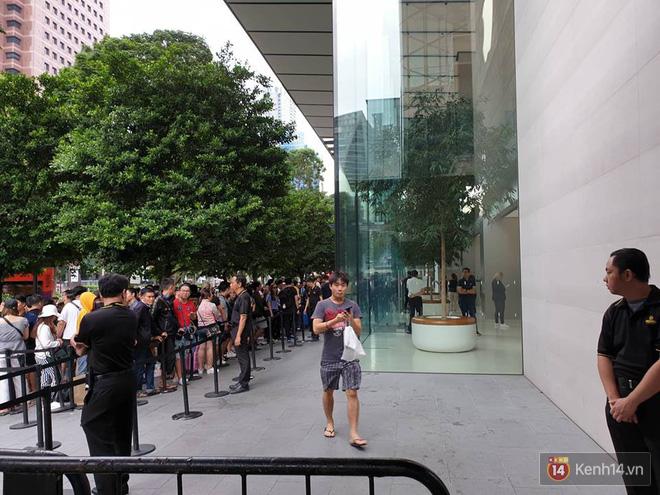 Vừa mua được iPhone mới, dân buôn Việt Nam đã nháo nhào bán lại máy giá gốc nhưng chẳng ai thèm ngó ngàng - Ảnh 6.
