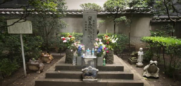 Rùng mình khám phá ngôi mộ mang lời nguyền tàn độc mạo phạm là chết - Ảnh 1.