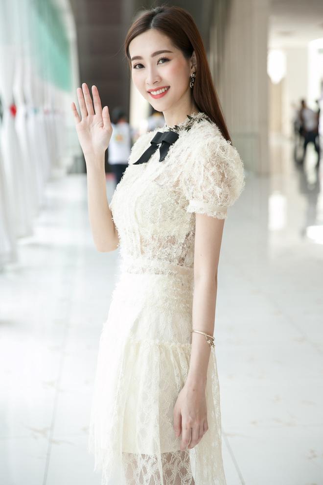 Hoa hậu Việt Nam ngày mới đăng quang: Người bị ném đá về nhan sắc, kẻ được cả truyền thông quốc tế tán dương 15