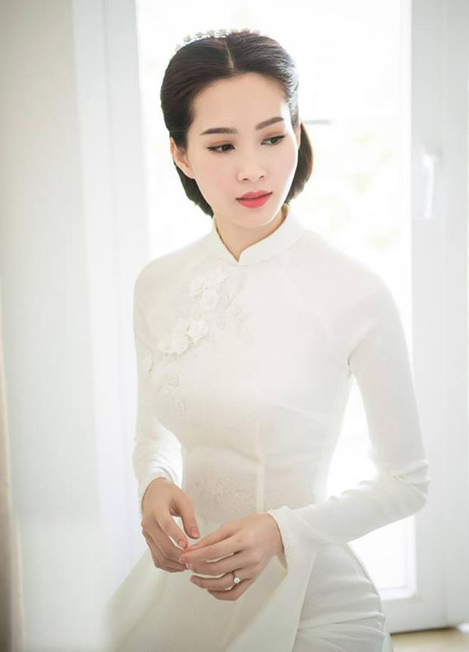 Hoa hậu Việt Nam ngày mới đăng quang: Người bị ném đá về nhan sắc, kẻ được cả truyền thông quốc tế tán dương 17