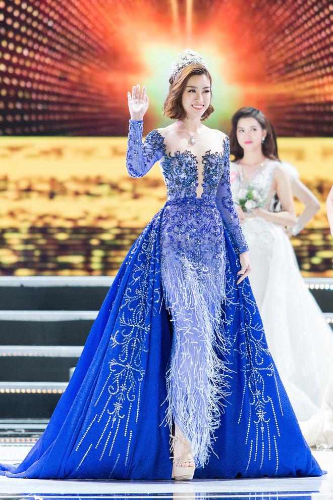 Hoa hậu Việt Nam ngày mới đăng quang: Người bị ném đá về nhan sắc, kẻ được cả truyền thông quốc tế tán dương 28