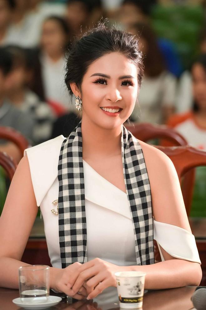 Hoa hậu Việt Nam ngày mới đăng quang: Người bị ném đá về nhan sắc, kẻ được cả truyền thông quốc tế tán dương 10