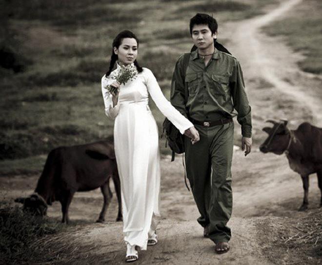 Muôn kiểu chụp ảnh cưới của sao Việt: Người đeo dép tổ ong, người hoá trang thành ông bà lão 80 tuổi 6
