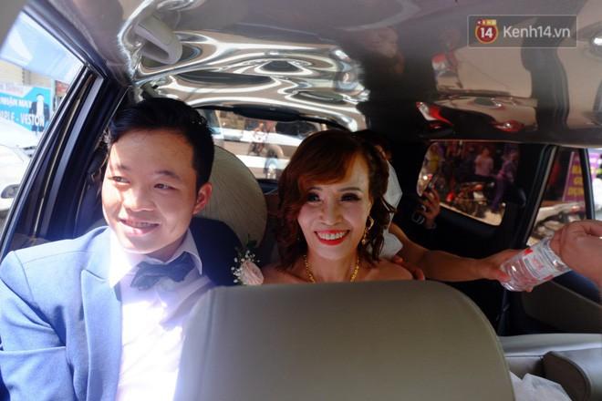 Sau đám cưới, cặp đôi vợ 62 tuổi chồng 26 tuổi ở Cao Bằng mời bạn bè đi bar để 'giải tỏa áp lực' 1