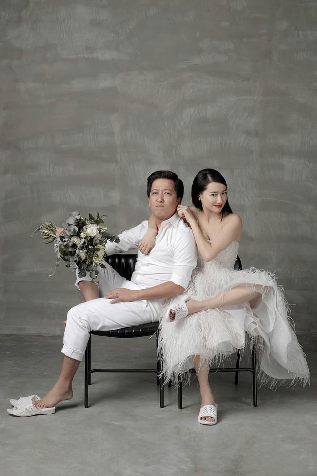 Muôn kiểu chụp ảnh cưới của sao Việt: Người đeo dép tổ ong, người hoá trang thành ông bà lão 80 tuổi 1
