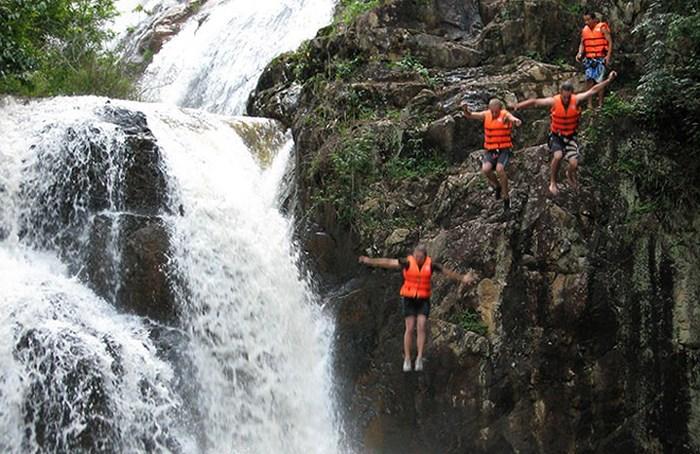 Tạm dừng mọi tour du lịch mạo hiểm vượt thác Datanla, Đà Lạt sau vụ một du khách Hàn Quốc thiệt mạnh 2