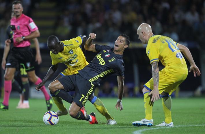 Bỏ sau lưng án phạt Champions League, Ronaldo khai hỏa giúp Juve nối dài mạch thắng 1
