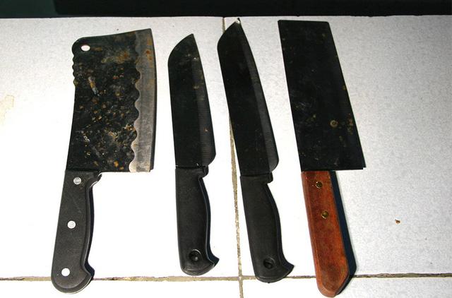 Hai thanh niên thản nhiên về ngủ sau khi cầm dao chém gục người khác 3