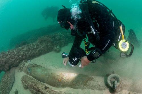 Phát hiện xác tàu buôn 400 năm dưới đáy đại dương 1