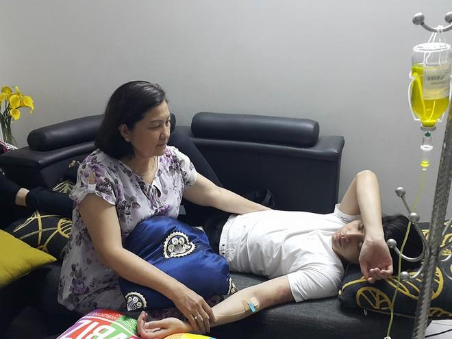 Góc khuất đằng sau ánh hào quang của sao Việt: Người nhập viện vì kiệt sức, người phải cấy tế bào tươi để trẻ hoá cơ thể 4