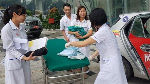 Sản phụ ở Hà Nội đẻ rơi con trai gần 3kg trên đường đến viện 1