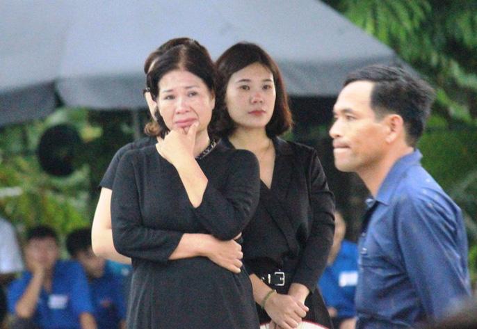 Người dân quê nhà rơi lệ xem Lễ truy điệu Chủ tịch nước Trần Đại Quang 4