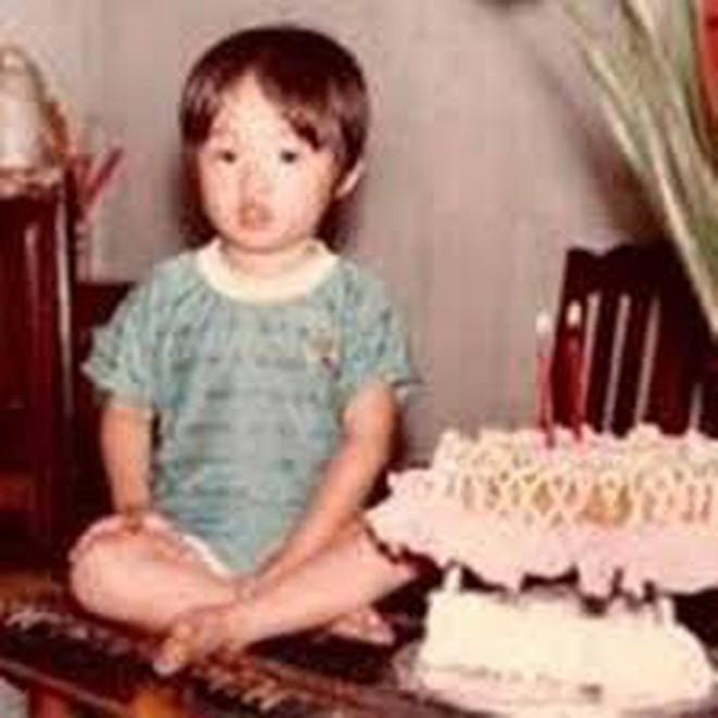 """Ngắm ảnh thời thơ ấu của sao Việt: Người đáng yêu, người gây bất ngờ với ngoại hình """"hai lúa"""" - Ảnh 12."""
