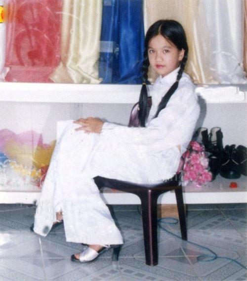 """Ngắm ảnh thời thơ ấu của sao Việt: Người đáng yêu, người gây bất ngờ với ngoại hình """"hai lúa"""" 15"""