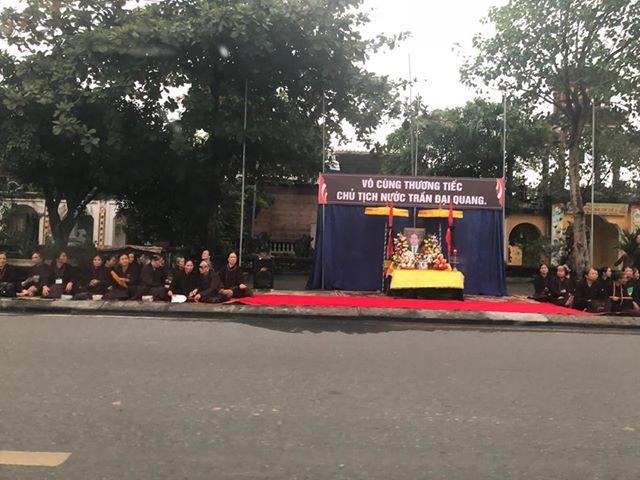 Người dân Ninh Binh lập nhiều bàn thờ chào đón người con ưu tú về đất mẹ 6
