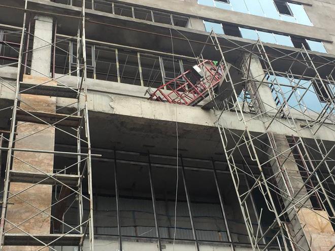 Vụ cần trục rơi xuống đường ở Hà Nội khiến 2 người thương vong: Nguyên nhân ban đầu  1