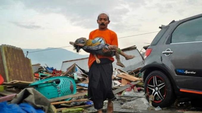 Số người chết trong vụ động đất-sóng thần tại Indonesia tăng vọt lên 384 4