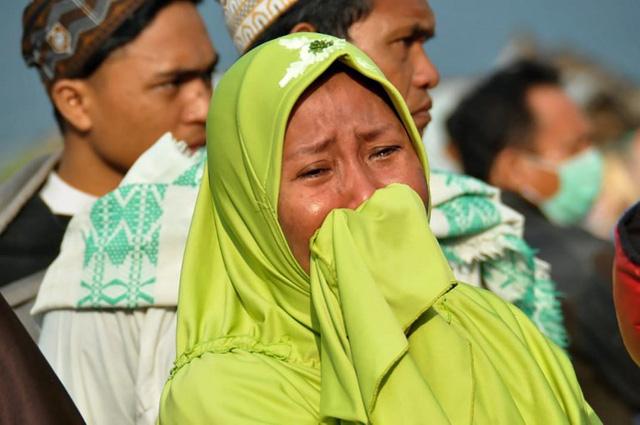 Khoảnh khắc kinh hoàng trong thảm họa kép ở Indonesia qua lời kể nạn nhân 1