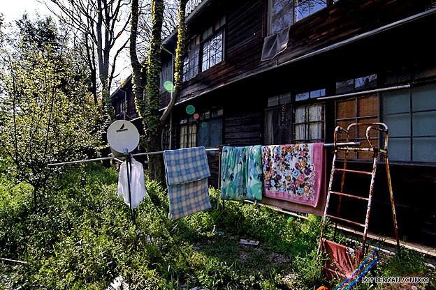 Khu ký túc xá 105 tuổi tại Nhật tuy hoang tàn, đổ nát, có thể sập bất cứ lúc nào nhưng sinh viên không chịu dời đi vì lý do đặc biệt này 11