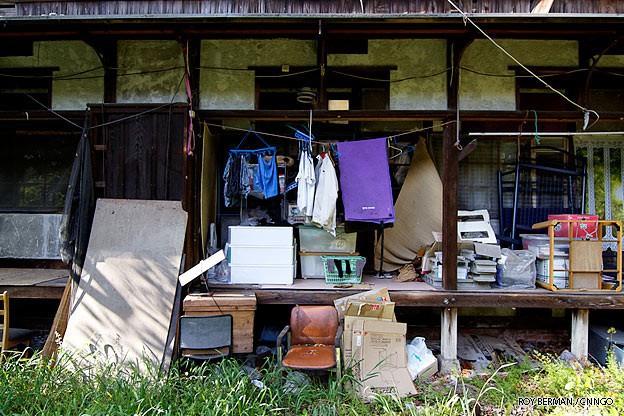Khu ký túc xá 105 tuổi tại Nhật tuy hoang tàn, đổ nát, có thể sập bất cứ lúc nào nhưng sinh viên không chịu dời đi vì lý do đặc biệt này 12