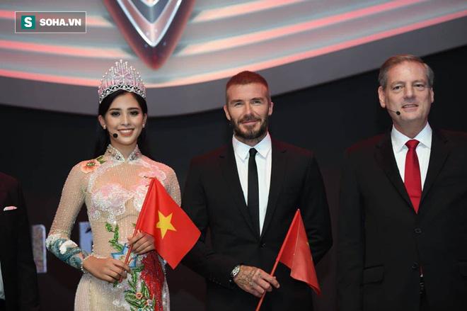 Hoa hậu Trần Tiểu Vy rạng rỡ sánh đôi bên David Beckham trên sân khấu ra mắt xe hơi VINFAST 2
